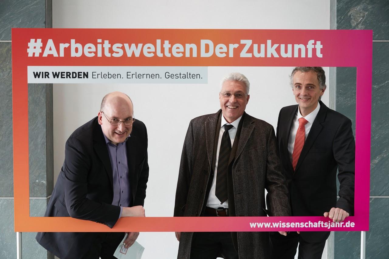 Andreas Matern, Peter Pawlowsky und Georg Schnauffer (von links) ©BMBF/Wissenschaftsjahr 2018
